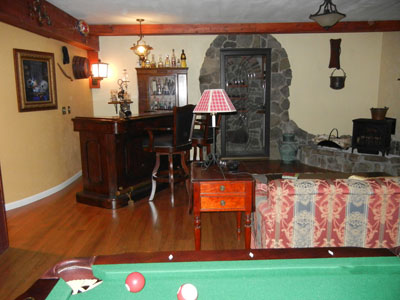 Bar & Pool Table